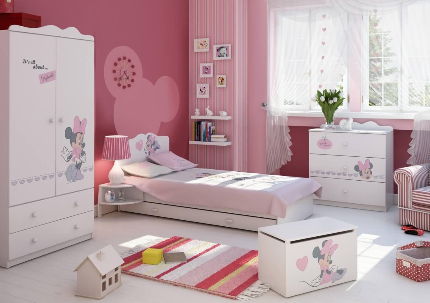 Детска стая в розово и бяло с Мини Маус