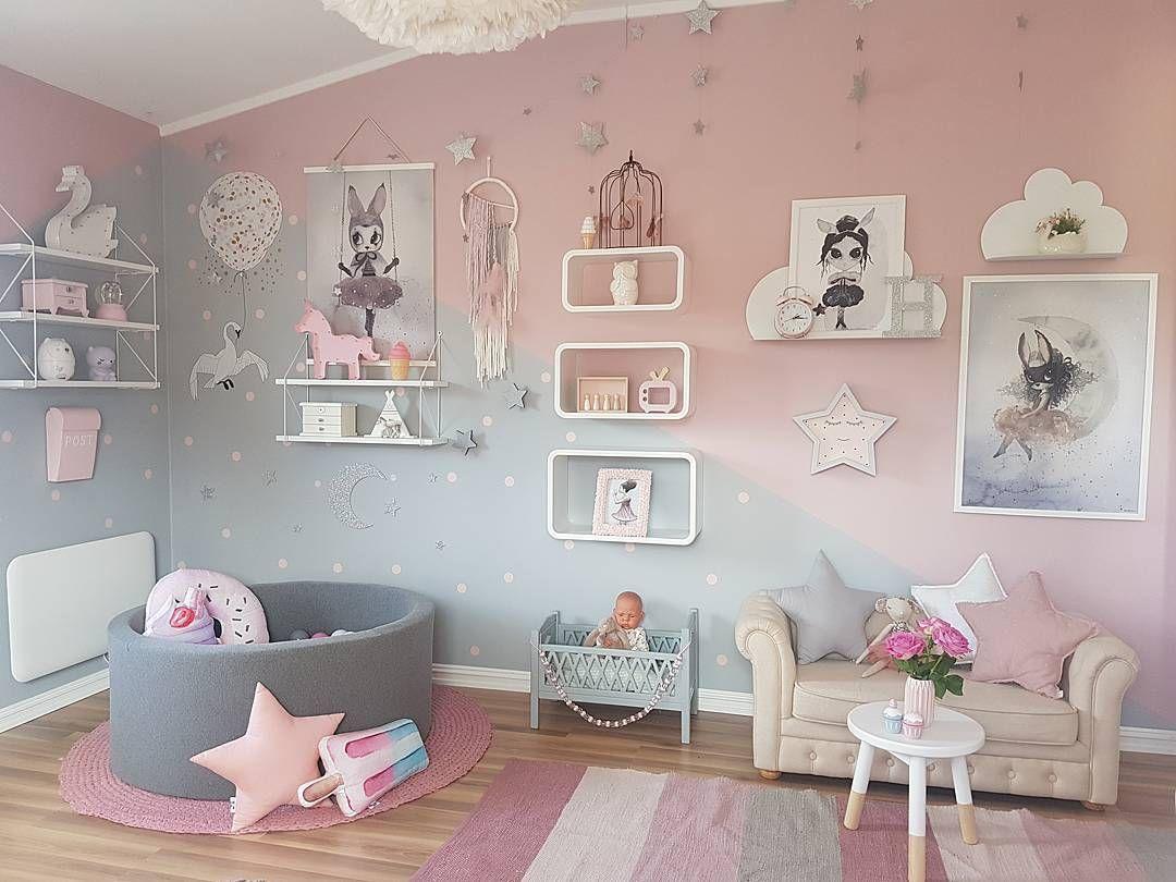 Момичешка стая в розово и сиво