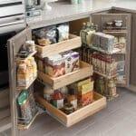 Кухненски рафт с чекмеджета и рафтове