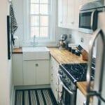 Тясна малка кухня