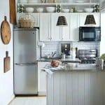 Малка кухня в бяло и сиво