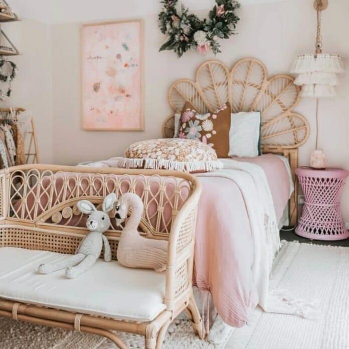 Приказна детска стая за момиче с ратанови мебели