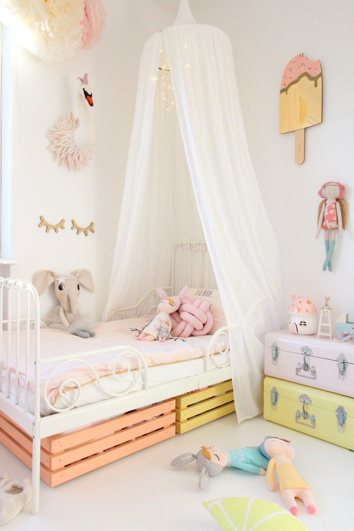 Мебели за детска стая за момиче