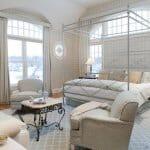 Спални с балдахин – от кралска почивка, до същинска неоходимост
