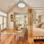 Спалня с плътен балдахин