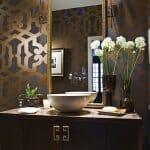 Стилни идеи за баня в тъмни цветове