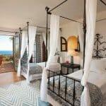 Идеи за спални с бял балдахин