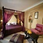 Идеи за спални с балдахин в червен цвят