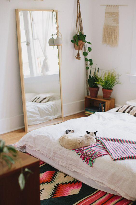 Огледало в спалнята