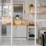 Изискано и стилно обзавеждане в бяло на скромните 38 кв м