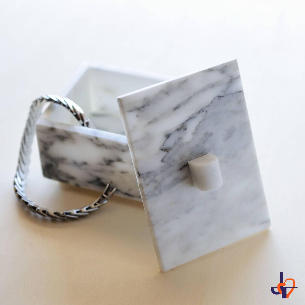 Мраморна кутия за бижута