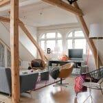 Елегантни предложения за всекидневни със скосен таван
