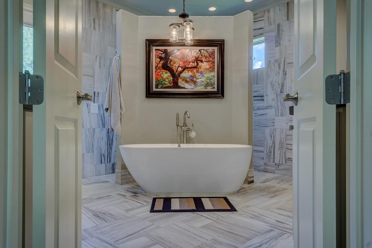 Мраморна баня с вана