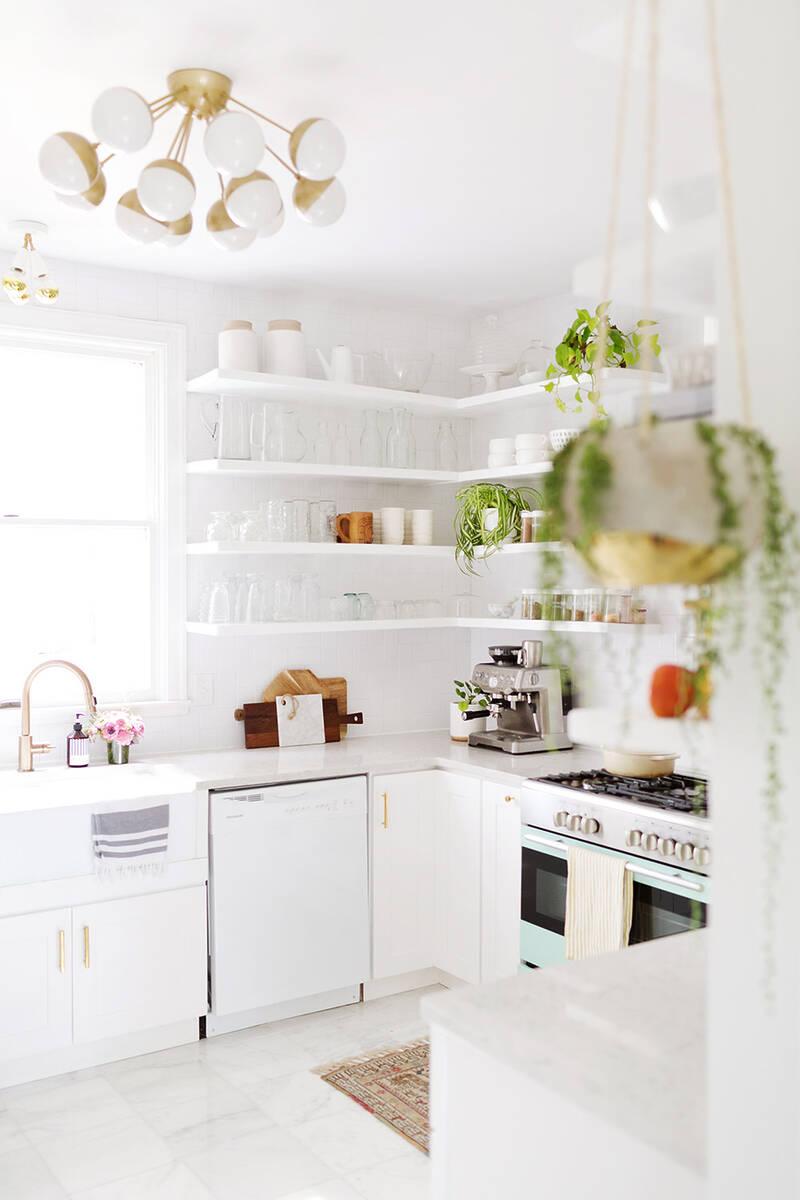 Обновена бяла кухня
