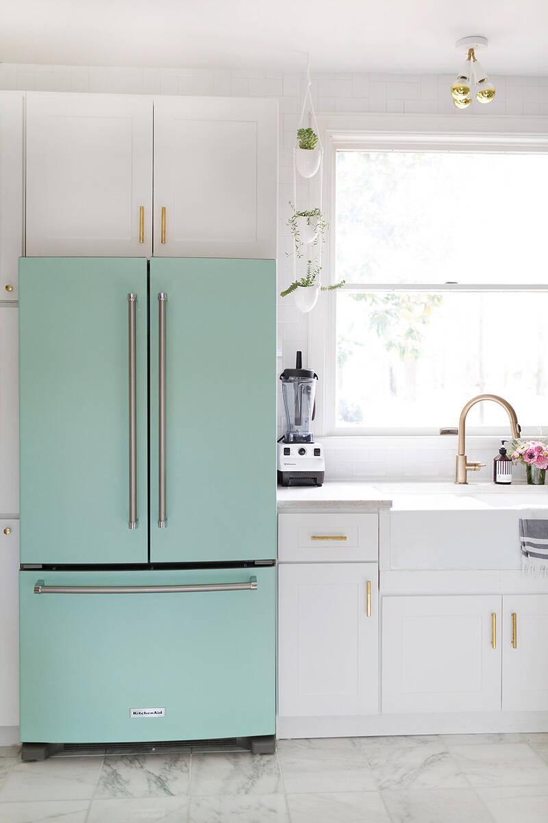 Хладилник в цвят мента