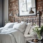 Спалня с тухлена стена