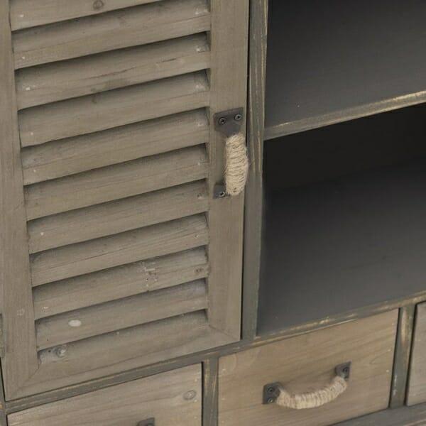 Дървен шкаф с много отделения - отблизо