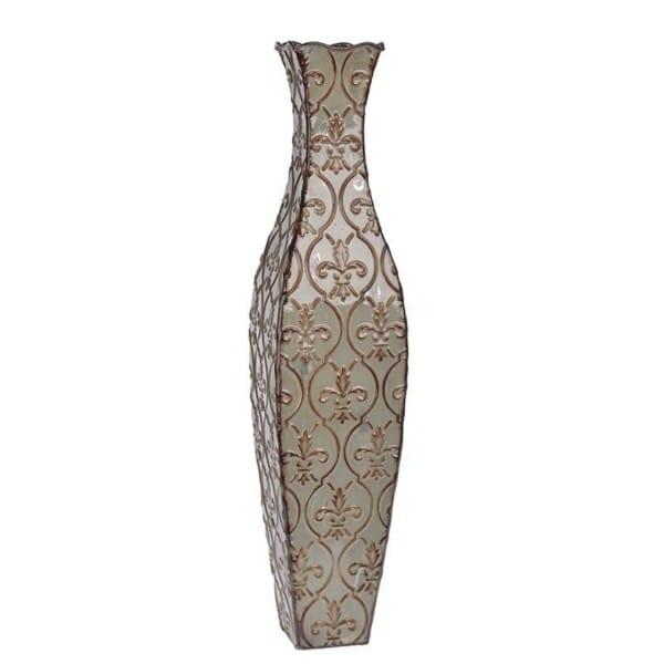 Метална ваза с орнаменти