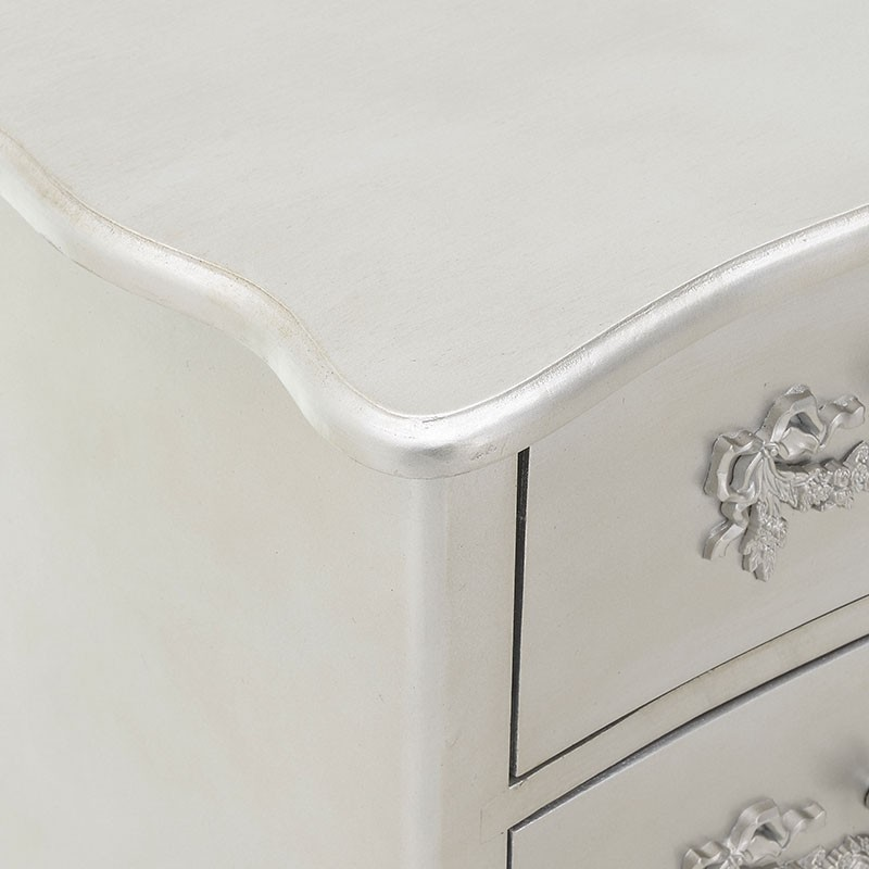 Скрин с класическа визия в сребристо