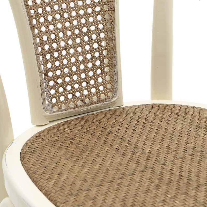 Трапезен стол от дърво и ратан - отблизо