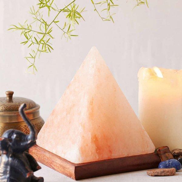Композиция от свещ, слонче и пирамидална солна лампа