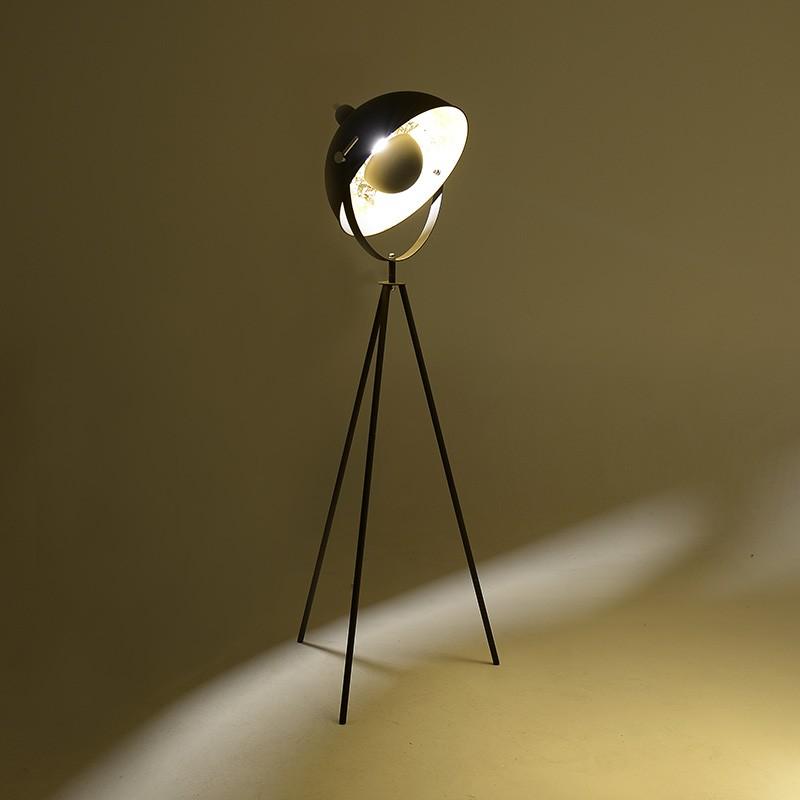 Метален лампион в черно и златно - светнат