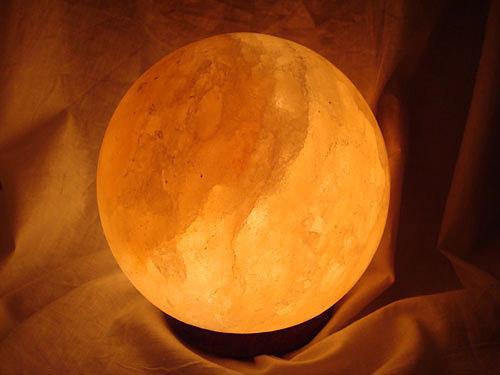 Светеща солна лампа във формата на сфера