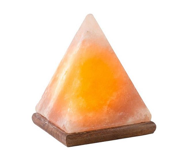 Лампа от Хималайска сол във формата на пирамида