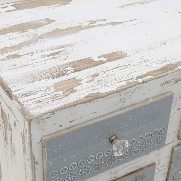 Дървен шкаф на колелца - отблизо