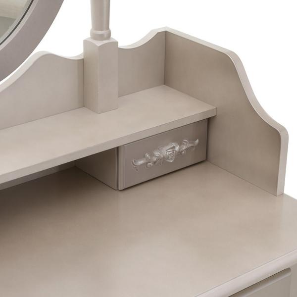 Тоалетка за гримиране - снимка отблизо