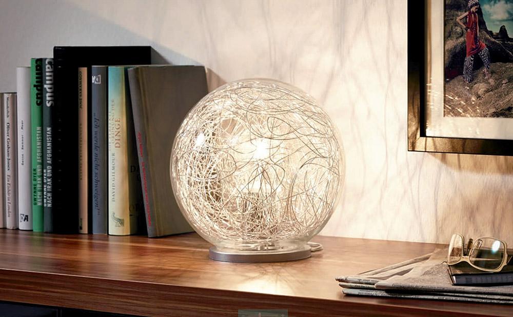 Модерна сферична настолна лампа серия Luberio-интериор
