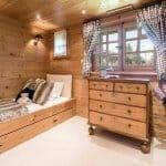 Спалня в планинска вила