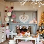 Празична украса в розово за детската стая