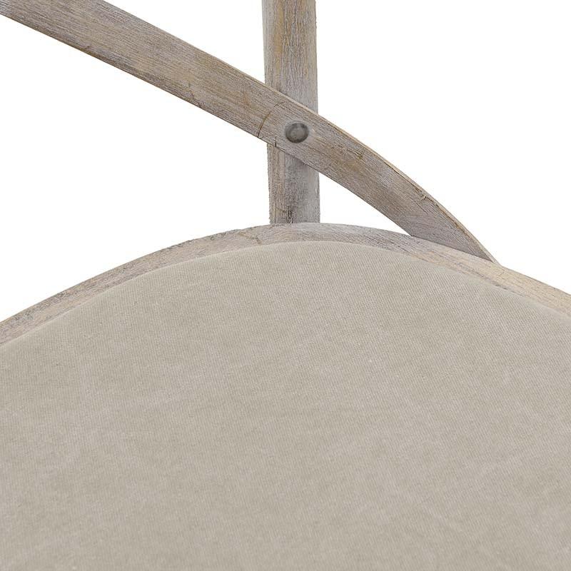 Трапезен стол бистро в бежово - отблизо