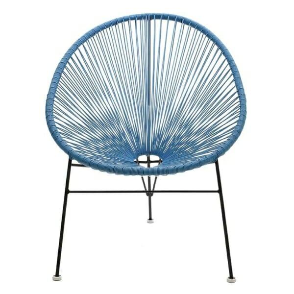 Атрактивен стол с оригинален дизайн в синьо - отпред