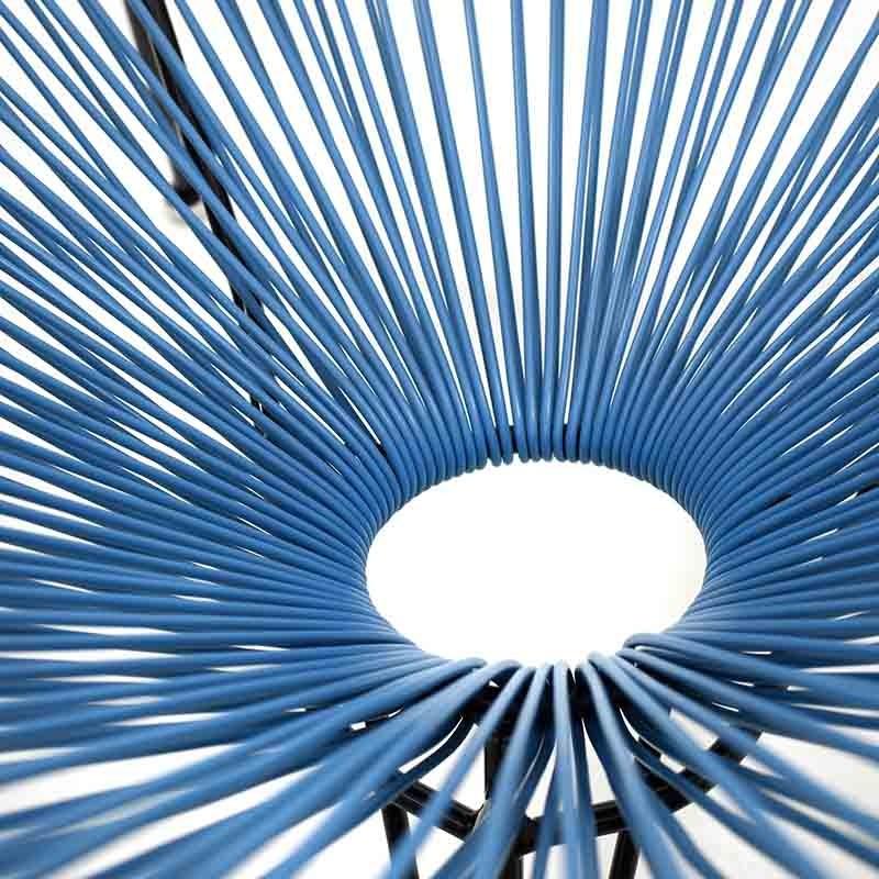 Атрактивен стол с оригинален дизайн в синьо - отблизо