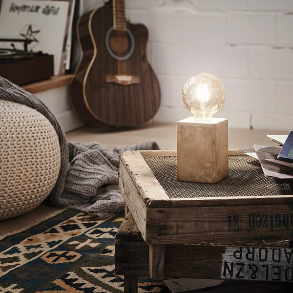 Декоративна настолна лампа в индустриален стил серия Prestwick