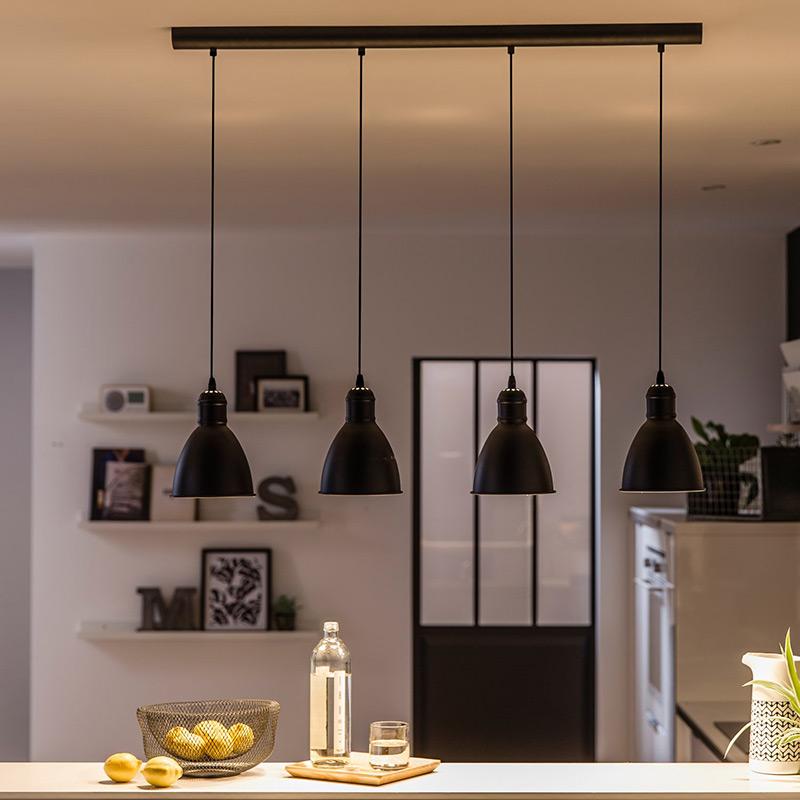 Метален пендел в черно с 4 осветителни тела серия Priddy-интериор