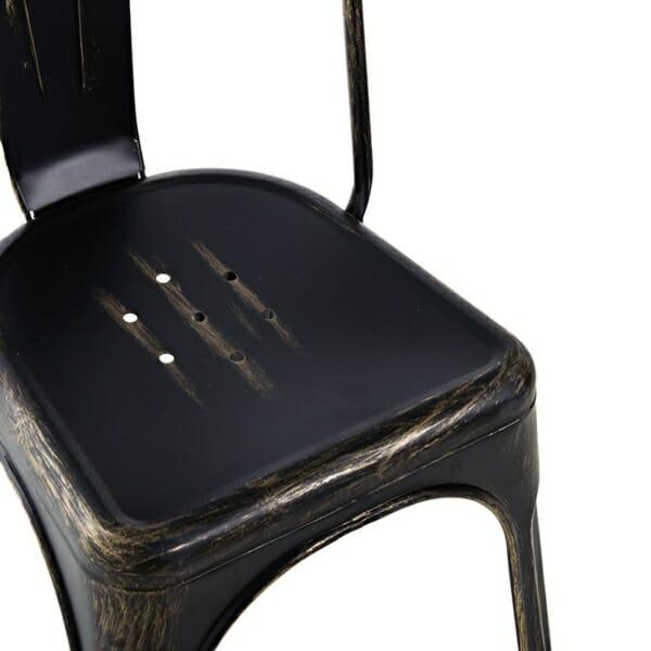 Метален черен стол в индустриален стил - отблизо