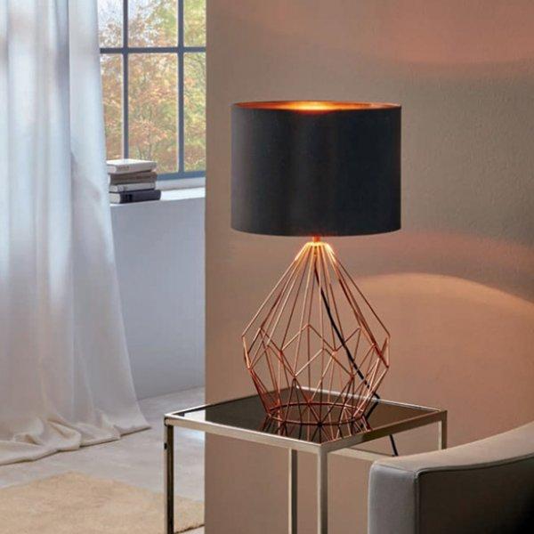 Декоративна настолна лампа с геометричен мотив серия Pedregal, цвят мед и черно