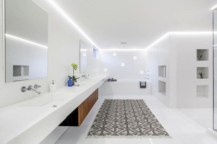 Просторна бяла баня
