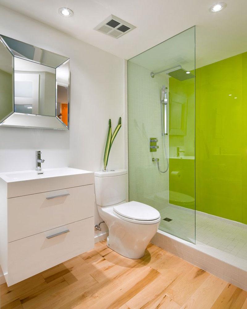 Модерна баня с цветен акцент