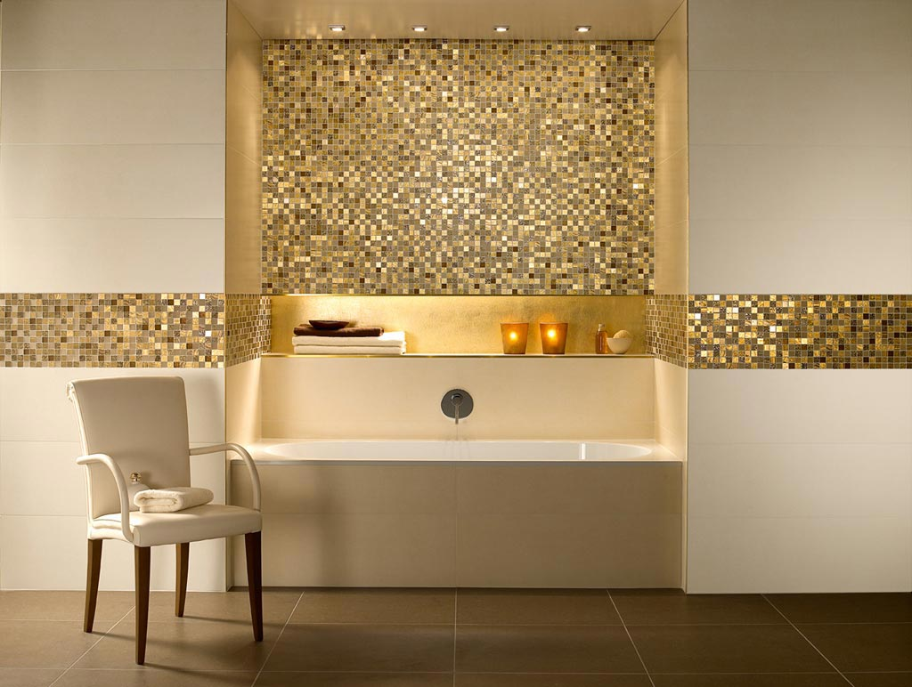Луксозна баня с плочки в златисто