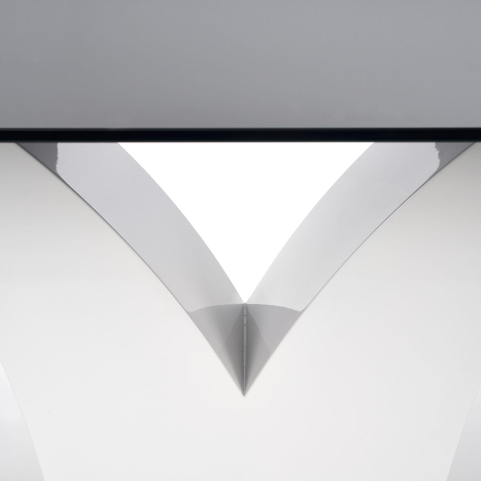 Стъклена маса Вики - поглед под плота