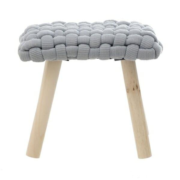 Ниска табуретка със седалка от едра плетка - отпред