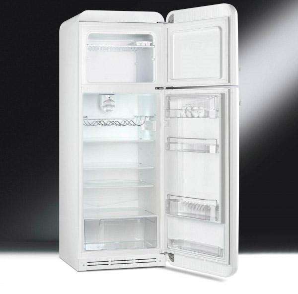 Хладилник с горна камера SMEG-снимка отвътре