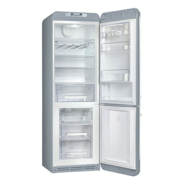 Цветен хладилник с фризер SMEG - снимка отвътре
