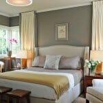 Спалня със сиви стени