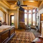 Луксозна спалня с мебели от дърво