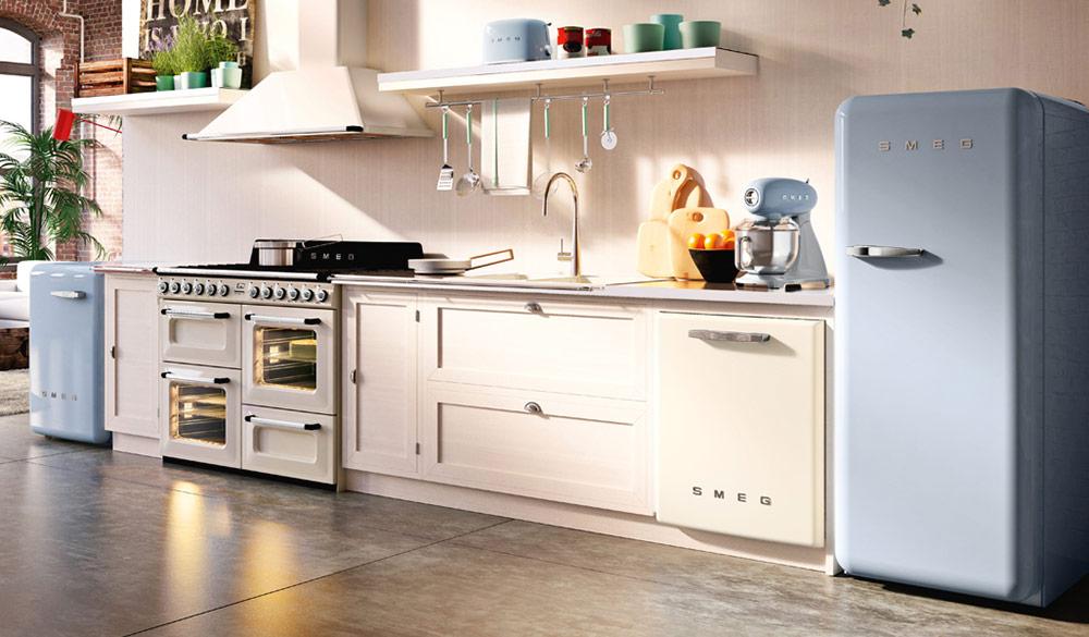 Кухня с ретро електроуреди SMEG